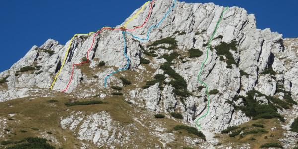 rumena-Levi steber,rdeča-Južni raz,plava-Smer premrlih prstov,zelena-Larisina smer